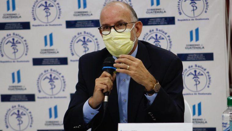 Edwin Asturias resalta que en Guatemala, Sacatepéquez y El Progreso se observa un alza en los casos positivos. (Foto Prensa Libre: Fernando Cabrera)