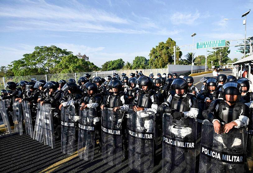 Caravana de migrantes: México despliega a militares y agentes en su frontera sur para contener a hondureños
