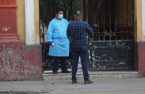 Las medidas de prevención persisten en Guatemala para combatir la pandemia del coronavirus. (Foto Prensa Libre: Érick Ávila)