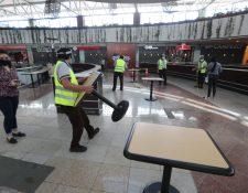 Después de seis meses de permanecer cerradas, las plazas de comida volverán a atender con aforo limitado. (Foto Prensa Libre: Érick Ávila)