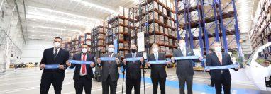 A la inauguración del Centro de Distribución Nestlé en Villa Nueva asistieron empresarios y autoridades. (Foto, Prensa Libre: Presidencia de la República).