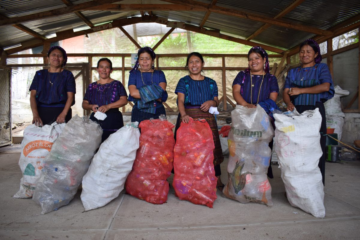 Atitlán Recicla, un proyecto que cuida al Lago de Atitlán