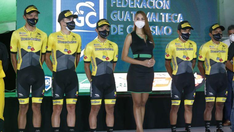 El equipo de Decorabaños, durante la presentación en Esquipulas. (Foto Prensa Libre: Esbin García)