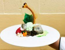 El platillo Sabores de mi Petén, de la chef Vivian Pérez es preparado con pescado blanco, hongo   tzquincheé, hoja de chaya y jocote mico, entre otros. (Foto Prensa Libre, cortesía de Vivian Pérez)