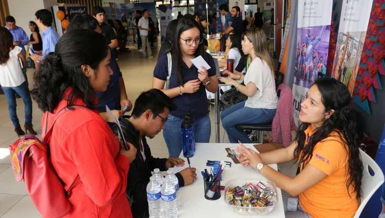 Graduandos de todo el país podrán aplicar a puestos de trabajo en el sector contact center. (Foto Prensa Libre: Cortesía Agexport)