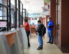 Además miles de patronos dejaron de cotizar o pagar al IGSS entre marzo y septiembre del 2020.(Foto, Prensa Libre:  Hemeroteca PL).