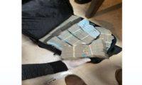 Una de la maletas donde fue localizado dinero en Antigua Guatemala. (Foto Prensa Libre: MP)