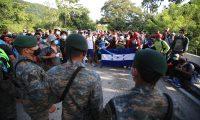 Caravana de migrantes hondure–os que ingreso por la frontera de Corinto, en su recorrido por el norte de Guatemala.  foto Carlos Hern‡ndez 05/10/2020