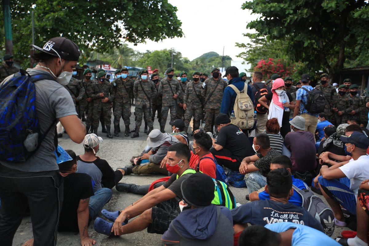Guatemala decreta estado de Prevención ante nueva caravana de migrantes, que ya partió de Honduras