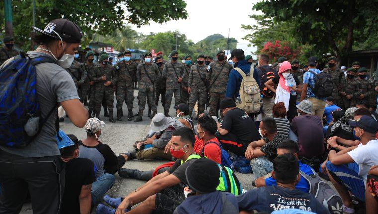 Miles de migrantes han salido en caravana desde Honduras en busca de llegar a Estados Unidos. (Foto Prensa Libre: Carlos Hernández Ovalle)