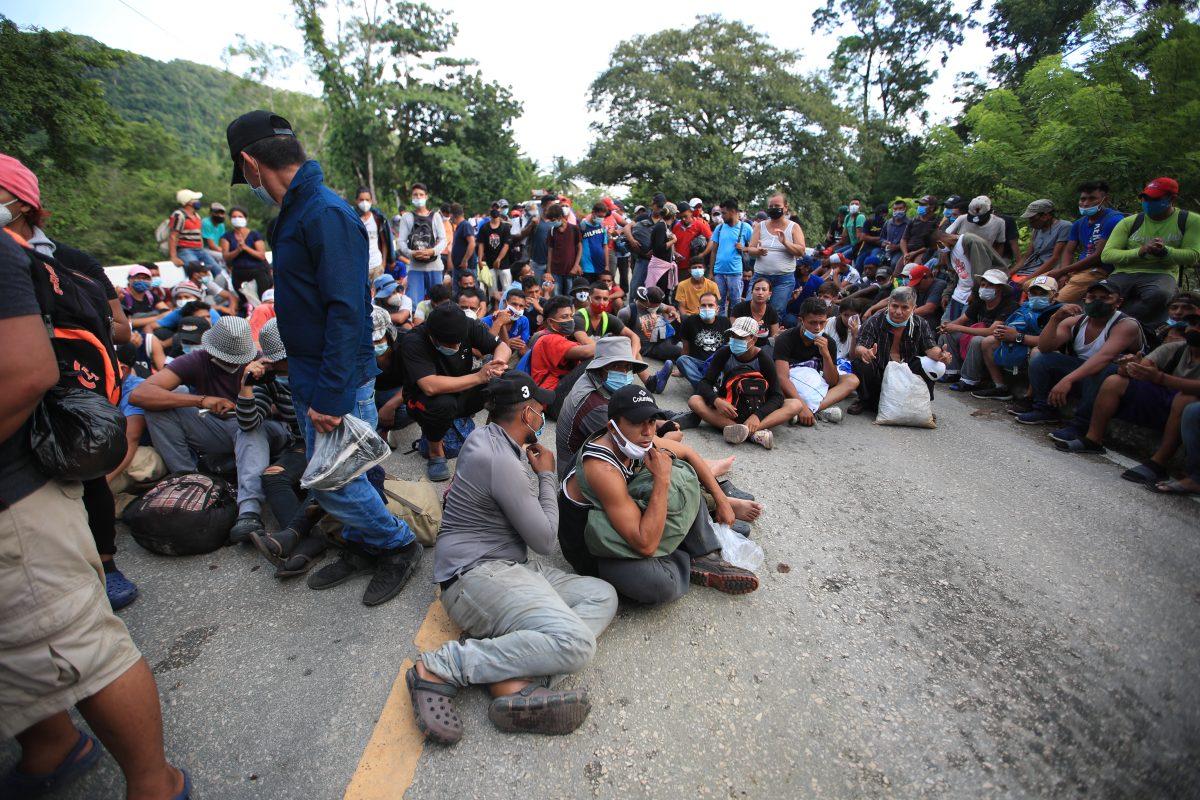 Con temor a ser deportados, migrantes compensan lo que no enviaron durante el confinamiento