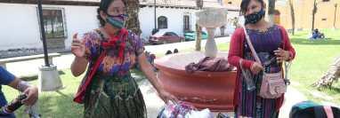 Municipalidad de Antigua Guatemala, no permite que los vendedores ambulantes comercialicen sus productos en las calles y parques del ciudad.  (Foto Prensa Libre: HemerotecaPL)