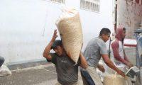 vendedores de ma'z en el mercado la Terminal se quejan que los de la policial Nacional Civil los acusan de que contrabandean el producto de Mexico hacia Guatemala y los trasnportistas dicen que les ponen multas elevadas en carretera.  Fotograf'a. EA:                     08/10/2020