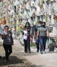 Quienes visiten los cementerios deberán cumplir con las normas de seguridad establecidas por las autoridades. (Foto Prensa Libre: Érick Ávila)