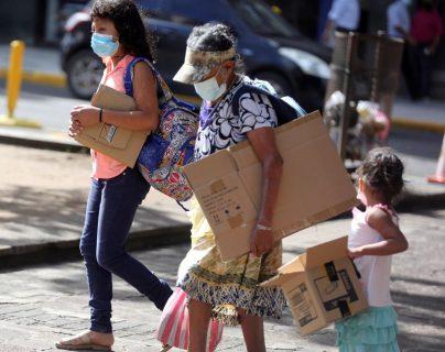 Niños hondureños se ven obligados a salir a la calle para enfrentar el hambre por la crisis de la pandemia