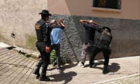 La PNC reforzó patrullajes a pie para prevenir delitos. Foto Prensa Libre: PNC.