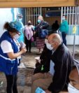 Personal de la PDH durante una supervisión de hospitales. (Foto Prensa Libre: PDH)