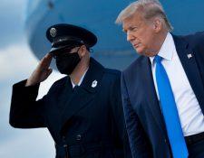 El presidente Donald Trump llega al Aeropuerto Internacional de Miami. (Foto Prensa Libre: AFP)