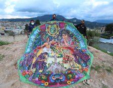 Representantes del   Festival de Barriletes Gigantes de Sumpango, que tiene 42 años de existencia. (Foto Prensa Libre: Miriam Figueroa)