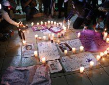 Mujeres piden justicia por Dulce María Cifuentes Cruz, así como por niños y adolescentes desaparecidos. (Foto Prensa Libre: María Longo)