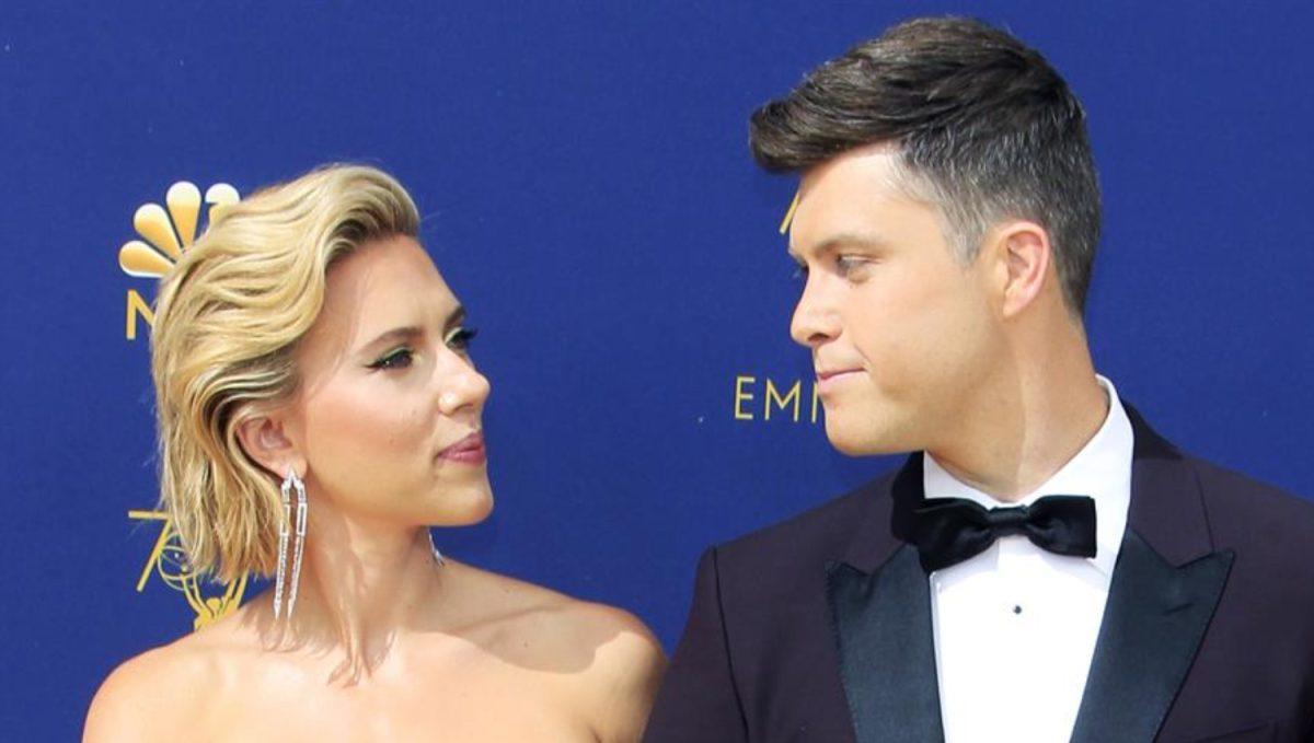 ¿Se casaron en secreto? Reportan que Scarlett Johansson le dio el sí al cómico Colin Jost