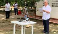 Álvaro Uribe lee un comunicado sobre su situación legal en Montería, Colombia. (Foto Prensa Libre: EFE)