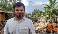 Otto Walter Pusul, presidente de la junta directiva de la acción católica de San Marcos La Laguna, narra cómo fue la tragedia. (Foto Prensa Libre: Carlos Hernández)