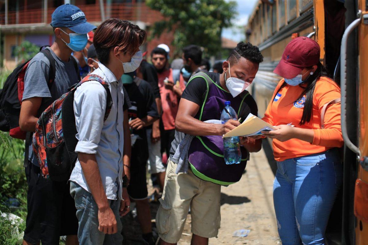 Caravana de migrantes: más de 2 mil hondureños han retornado a su país, pero decenas siguen su camino hacia EE. UU.