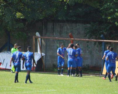 Achuapa no logró mantener la ventaja y cedió el empate al minuto 90-1 ante Sacachispas. (Foto Prensa Libre: Luis Santiago Martínez)