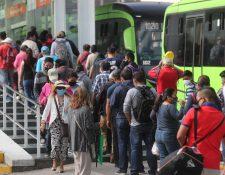 Estación del Transmetro ubicada en la Plaza Barrios, zona 1 de Guatemala, el pasado 15 de octubre. Fotografía: Prensa Libre (Erick Avila).