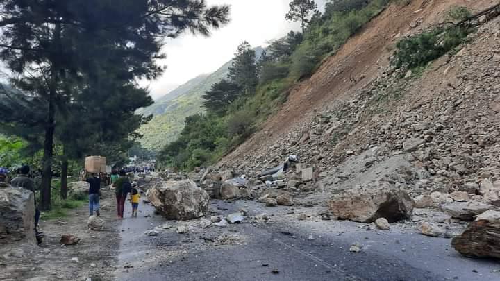 Un derrumbe se registró en la ruta Interamericana, jurisdicción de Colotenango, Huehuetenango. (Foto Prensa Libre: Mike Castillo)