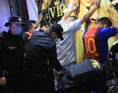 La PNC efectúa revisiones en centros nocturnos. Foto Prensa Libre: PNC.