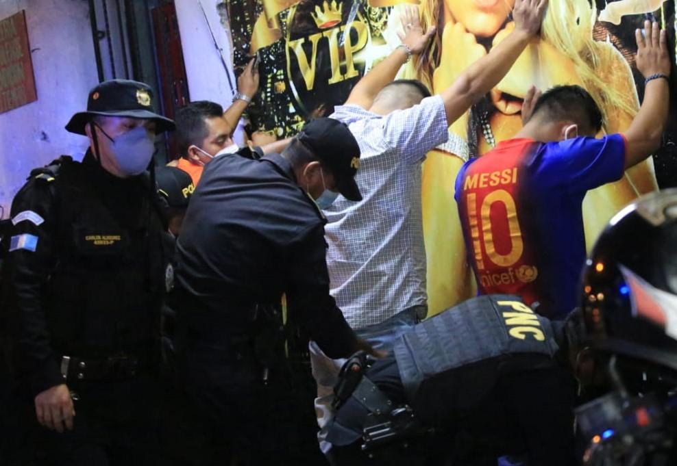 Autoridades efectúan operativos en centros nocturnos de la ciudad