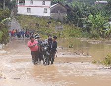 Familias de comunidades y barrios de Alta Verapaz fueron afectadas por las lluvias. Foto Prensa Libre: Conred.