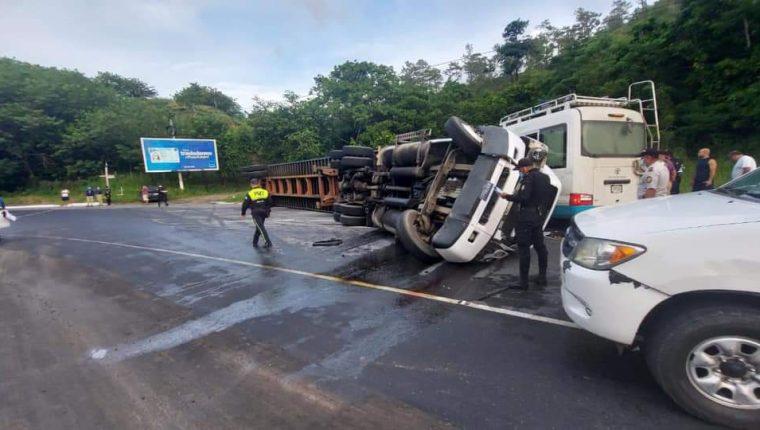 El accidente ocurrió en la Vuelta del Lobo, en Gualán, Zacapa. (Foto Prensa Libre: Wilder López)