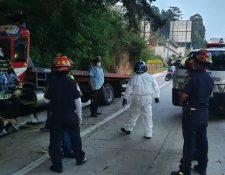 En el Kilómetro 33.9 Ruta a La Antigua Guatemala, un accidente de transito dejó un fallecido el 24 de octubre. (Foto Prensa Libre: Bomberos Municipales Departamentales)