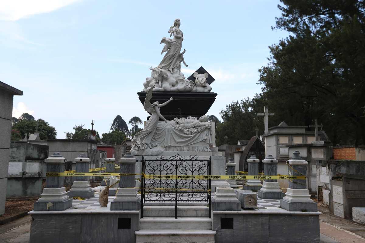 Las tumbas y mausoleos también son atacados por delincuentes