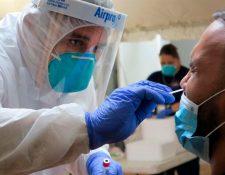Nuevos informes señalan que la inmunoglobulina G (IgG) son los anticuerpos de mayor duración detectables en la sangre y la saliva de los pacientes, al menos durante tres meses. (Foto Prensa Libre: EFE)