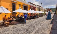Con la apertura económica en los últimos cuatro fines de semana aumentó el número de turistas nacionales a la Antigua Guatemala, informó Walter Fisher, secretario de Turismo y Economía de la Municipalidad. (Foto Prensa Libre: Cortesía)