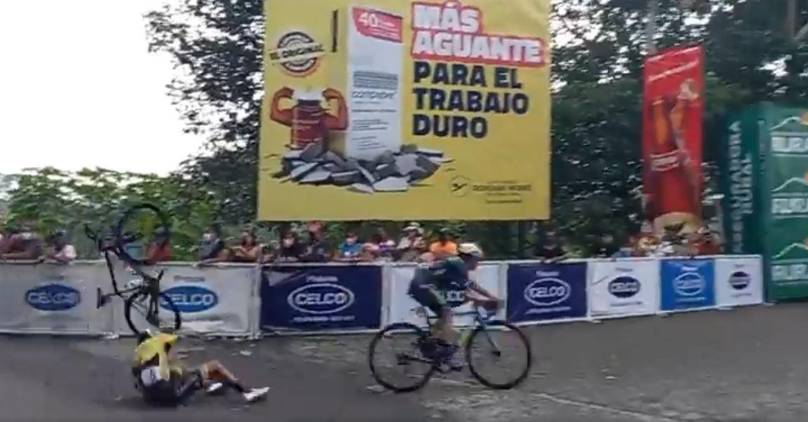 Vuelta Ciclística 2020: así fue la caída que sufrió el campeón Manuel Rodas y otros ciclistas de México y Francia en la meta de Coatepeque