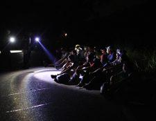 Unos 3 mil migrantes hondureños ingresaron este jueves 1 de octubre a Guatemala por una frontera terrestre, tras romper un cerco militar y con la intención de llegar a Estados Unidos a pie- (Foto Prensa Libre: Carlos Hernández)