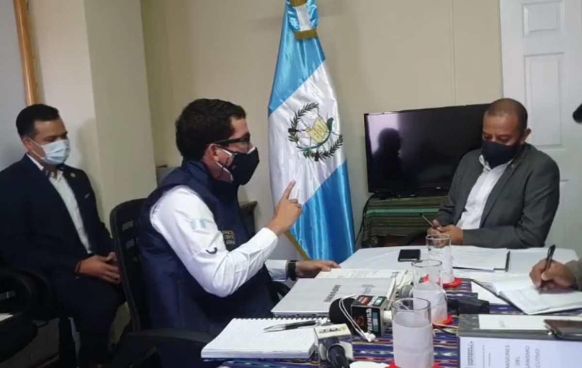 Aldo Dávila y Winaq piden que la Contraloría General de Cuentas audite al Centro de Gobierno