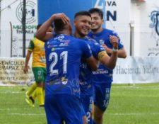 Cobán Imperial volvió a conseguir una victoria tras cinco jornadas sin sumar de tres. (Foto Prensa Libre: Cortesía Cobán Imperial)