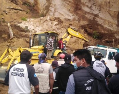 Personas quedan soterradas al derribarse paredón en San Juan Ostuncalco, Quetzaltenango