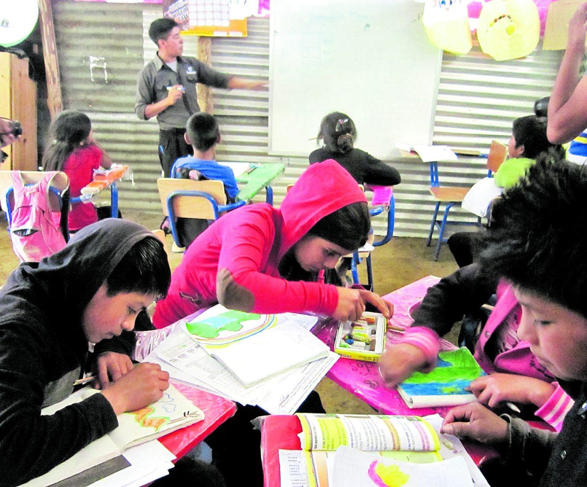 Mineduc establece criterios de evaluación y ningún alumno tendrá una nota menor de 60 puntos