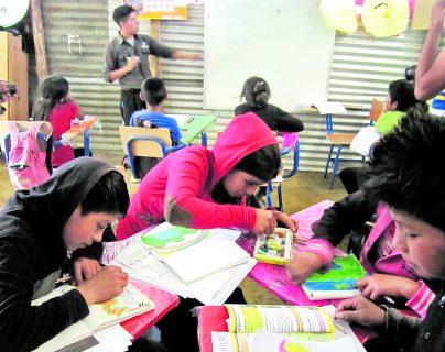 Son 2 millones 463 mil 727 estudiantes que cursan primaria, básicos y diversificado en el sector público, ellos serán evaluados conforme el portafolio con los trabajos que han hecho en casa. (Foto Prensa Libre: Hemeroteca PL)