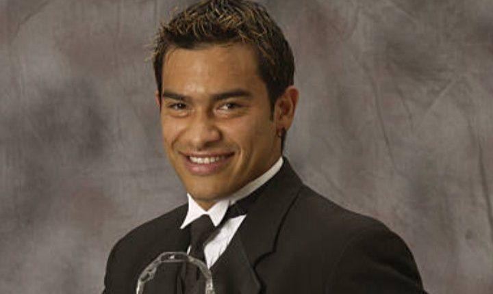 Carlos Ruiz posa en 2002 tras haber sido nombrado MVP de la temporada en la MLS. (Foto Twitter: @Galaxy_History)