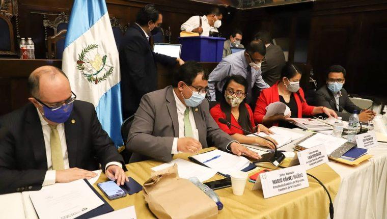 Diputados de la Comisión del Migrante, durante una audiencia en al cual escucharon a aspirantes a dirigir Conamigua. (Foto: Congreso)