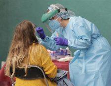 """Estudio sobre el covid-19 revela que la inmunidad por los anticuerpos decae """"muy rápidamente"""". (Foto Prensa Libre: EFE)"""