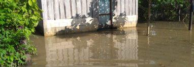 Al menos seis inundaciones dejaron personas afectadas y daños en viviendas en municipios de Petén. (Foto Prensa Libre: Conred)